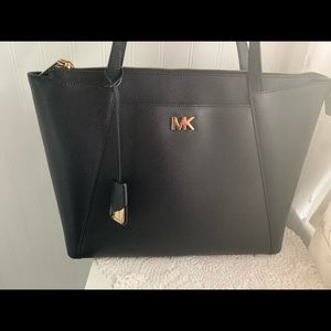 Michael Kors Bags - Michael Kors tote great condition